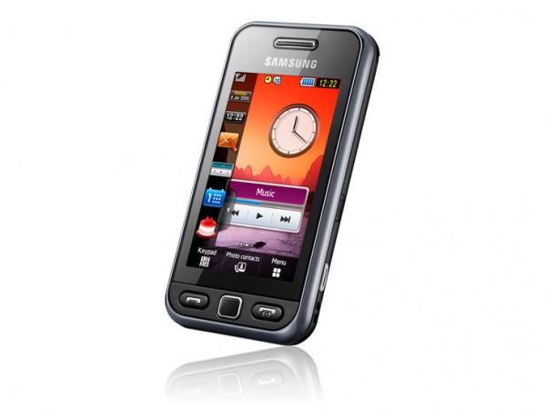 Samsung Star S5230 обладает 3-Мпикс камерой с опцией распознавания улыбки и возможностью записи видео и функцией...