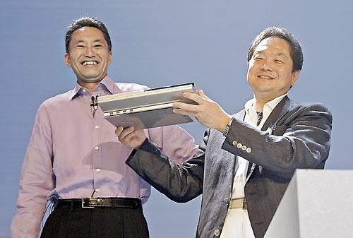 Каз Хираи и Кен Кутараги показывают публике прототип PlayStation 3